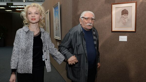Армен Джигарханян с супругой Виталиной Цымбалюк-Романовской. архивное фото
