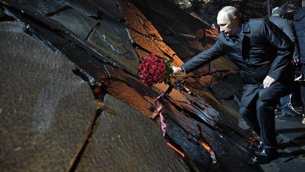 Президент РФ Владимир Путин принимает участие в церемонии открытия мемориала памяти жертв политических репрессий Стена скорби