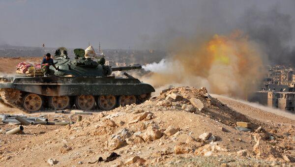 Танк сирийской армии во время операции против террористов в Дейр-эз-Зоре
