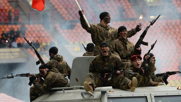 Сотрудники органов внутренних дел РФ во время показательных выступлений в честь праздника московской полиции в Большой спортивной арене Лужники