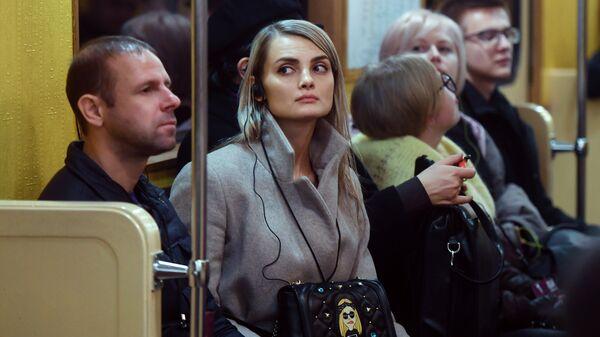 Пассажиры в ретропоезде