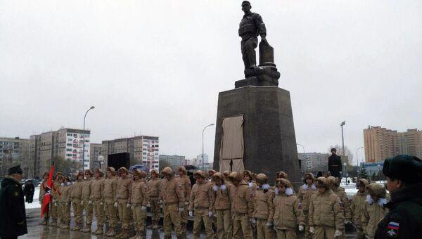Церемония открытия памятника офицеру Александру Прохоренко, погибшему в Сирии, в Оренбурге. 4 ноября 2017