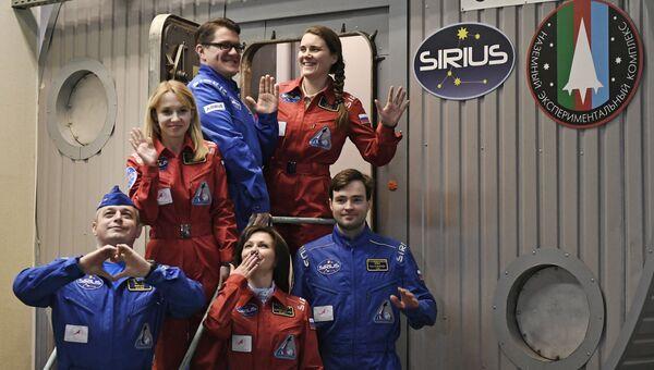 Участники эксперимента по наземному моделированию полета к Луне SIRIUS-17. Архивное фото