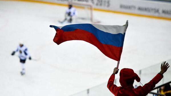 Болельщик с российским флагом