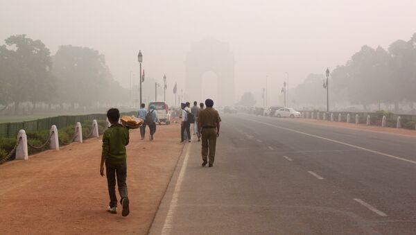 Смог над проспектом Радж Патх в Нью-Дели, Индия. 8 ноября 2017