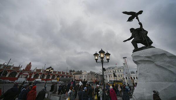 Церемония открытия памятника князю Ивану III на площади Старый Торг в Калуге. 12 ноября 2017