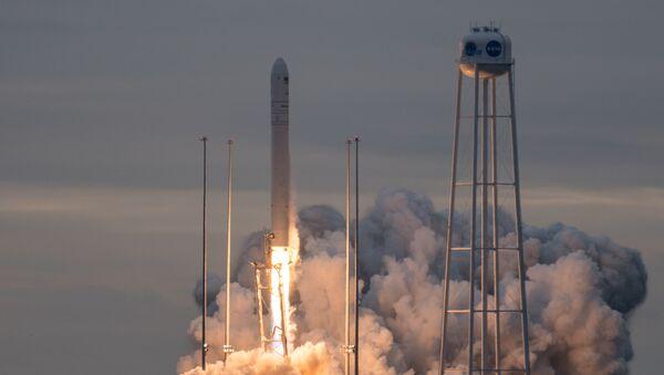 Ракета Antares стартует с космодрома в США. 12 ноября 2017