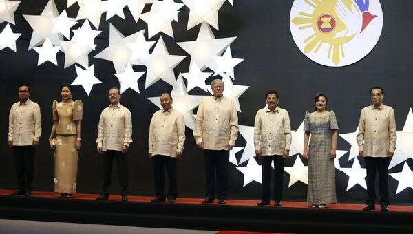 Церемония совместного фотографирования глав делегаций саммита АСЕАН. Архивное фото