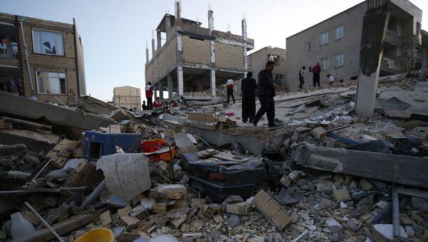 Поисково-спасательные работы после землетрясения в Иране. Архивное фото