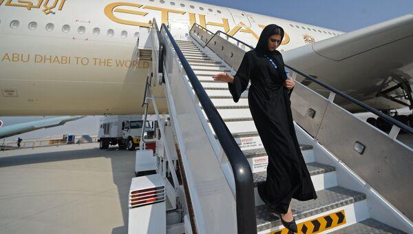 Женщина на Международной авиационно-космической выставке Dubai Airshow 2017