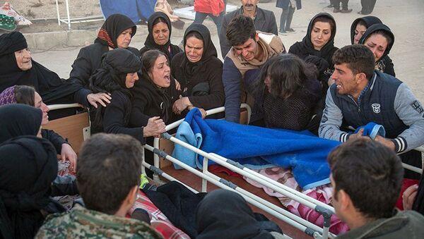 Пострадавшие после землетрясения в иранской провинции Керманшах. 13 ноября 2017 года