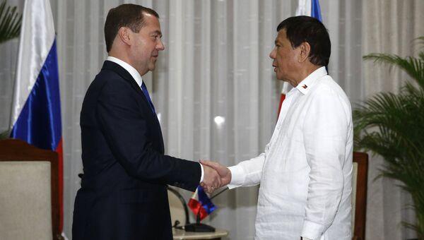 Председатель правительства РФ Дмитрий Медведев и президент Филиппин Родриго Дутерте во время встречи на саммите АСЕАН. 13 ноября 2017