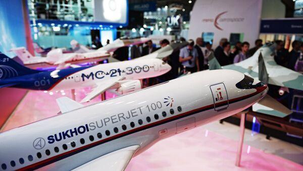 Модели самолетов на стенде Российской Федерации на Международной авиационно-космической выставке Dubai Airshow 2017.
