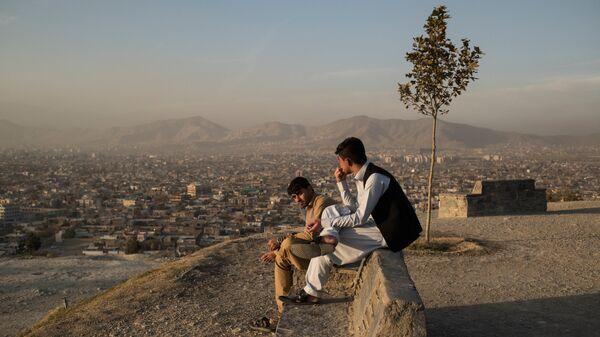 Местные жители во время отдыха в Кабуле