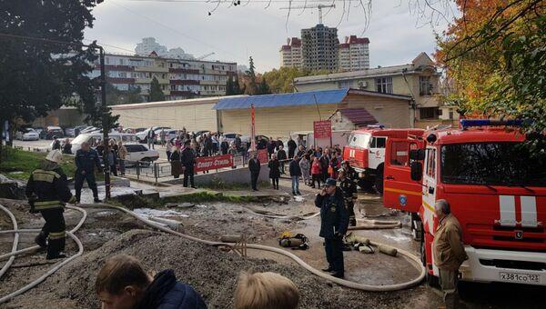 Тушение пожара в общежитии в Центральном районе Сочи. Архивное фото
