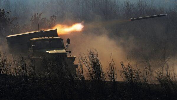 Боевая машина БМ-21 реактивной системы залпового огня Град. Архивное фото