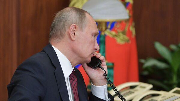 Путин проводит телефонные переговоры