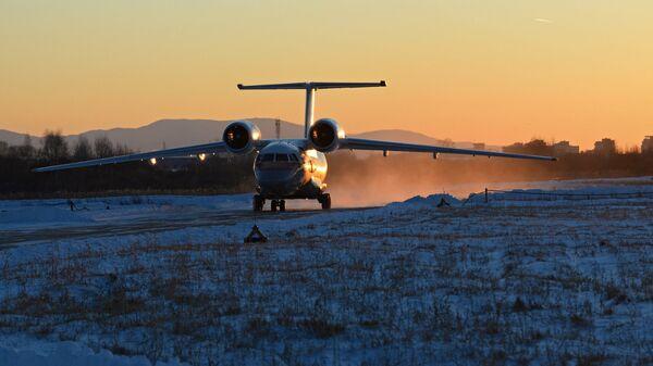 Самолет Ан-74 в Хабаровске, на котором доставили девочку, выжившую при крушении самолета L-410 в Хабаровском крае. 16 ноября 2017