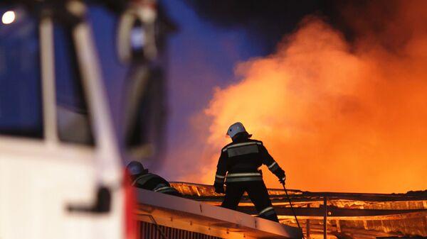 Сотрудники противопожарной службы. Архивное фото