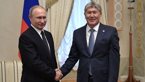 Президент РФ Владимир Путин и президент Киргизии Алмазбек Атамбаев во время встречи. 17 декабря 2017