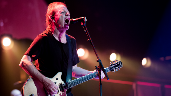 Ритм-гитарист австралийской рок-группы AC/DC Малькольм Митчелл Янг
