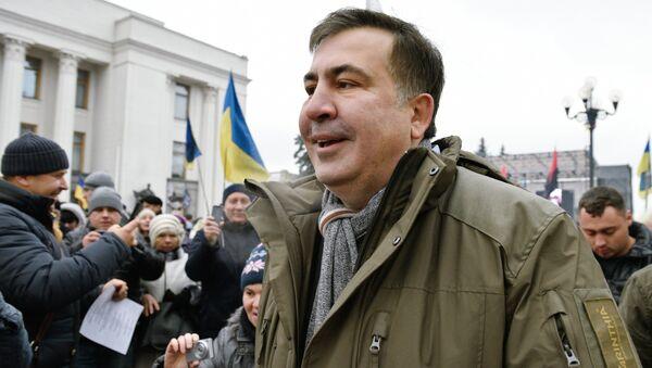 Бывший президент Грузии, экс-губернатор Одесской области Михаил Саакашвили выступает на митинге у здания Верховной рады в Киеве. 19 ноября 2017