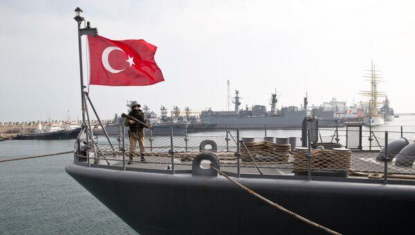 Корабль турецкого военно-морского флота TCG Turgutreis во время учений НАТО. Архивное фото