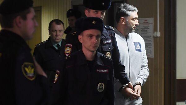 Подозреваемый в перестрелке в деловом центре Москва-Сити Магомед Исмаилов перед началом заседания в Пресненском суде Москвы. 22 ноября 2017