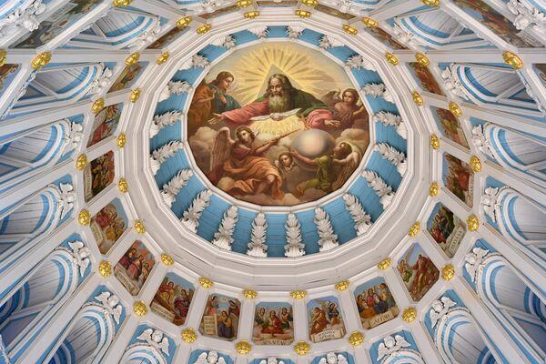 Главный купол в Воскресенском соборе на территории Ново-Иерусалимского мужского монастыря