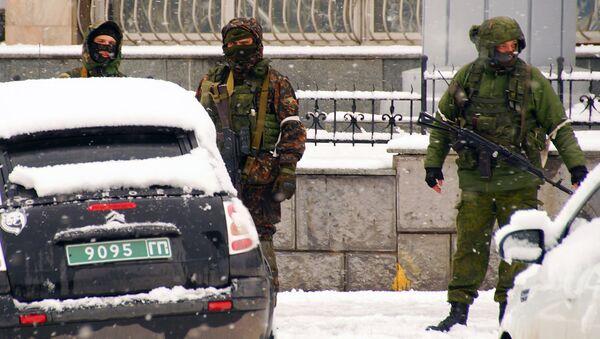 Вооруженные люди в Луганске. Архивное фото