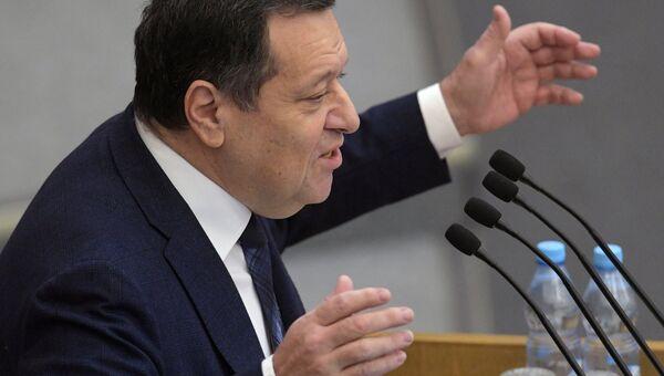 Председатель комитета Государственной Думы РФ по бюджету и налогам Андрей Макаров выступает на пленарном заседании Государственной Думы РФ . 24 ноября 2017