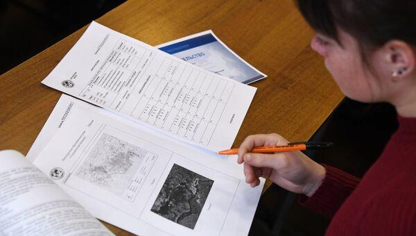Участница во время Всероссийского географического диктанта. Архивное фото