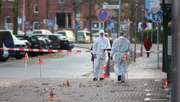 Следователи на месте, автомобиль наехал на людей в немецком городе Куксхафене. 26 ноября 2017