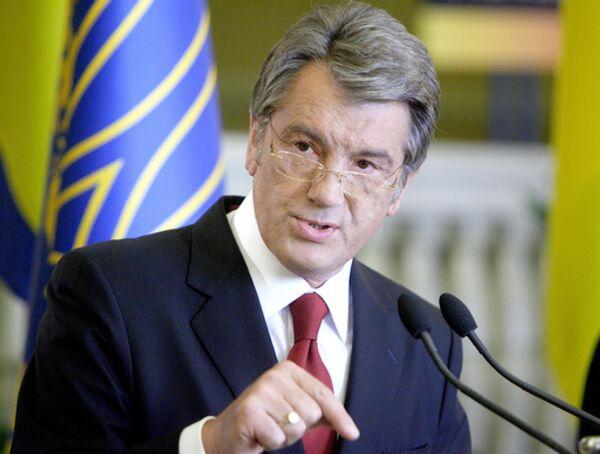 Ющенко призвал Раду самораспуститься, чтобы преодолеть политический кризис