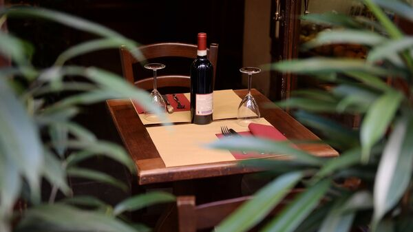 Бутылка вина в ресторане