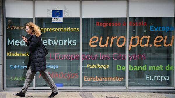 Логотип ЕС на улице Брюсселя
