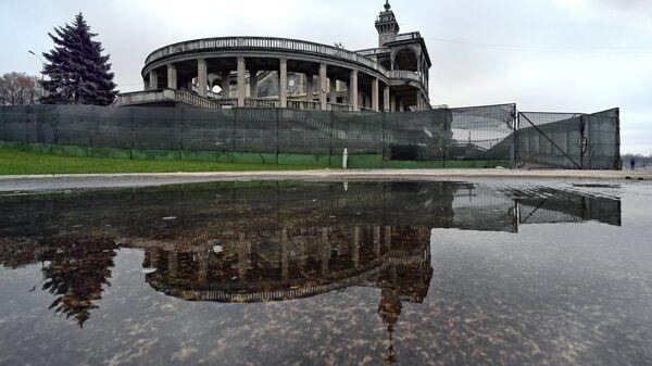 Северный речной вокзал в Москве во время реконструкции