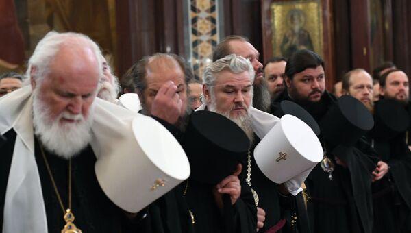 Православные архиереи во время торжественного молебна по случаю начала Архиерейского собора Русской православной церкви в храме Христа Спасителя