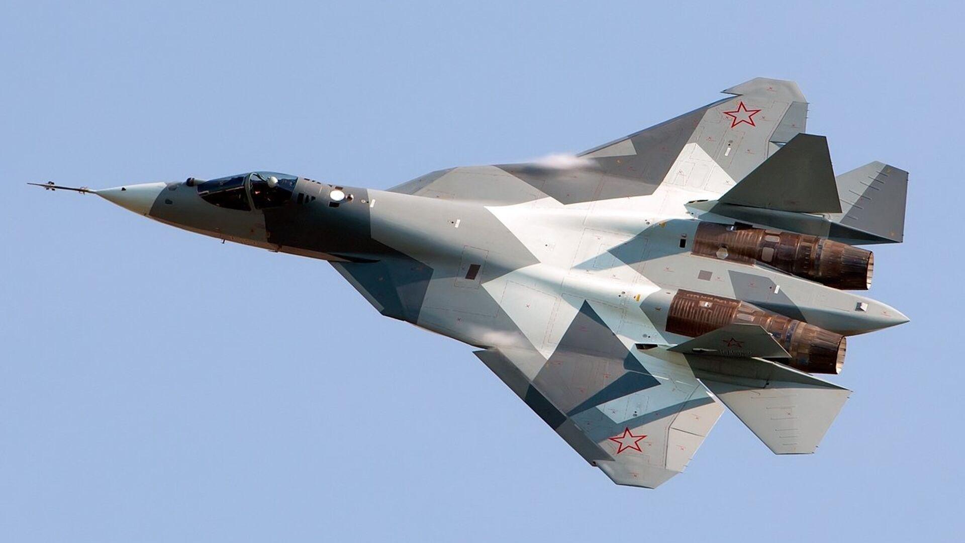 Российский многофункциональный истребитель пятого поколения Су-57 - РИА Новости, 1920, 05.07.2020