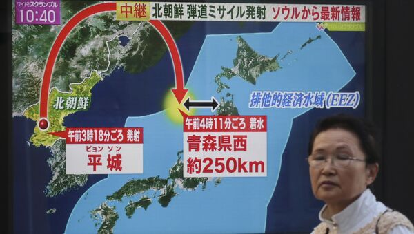 Трансляция новостей о новом ракетном пуске КНДР. Архивное фото