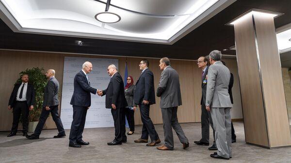 Специальный посланник ООН по Сирии Стаффан де Мистура  во время встречи с представителями объединенной сирийской оппозиции