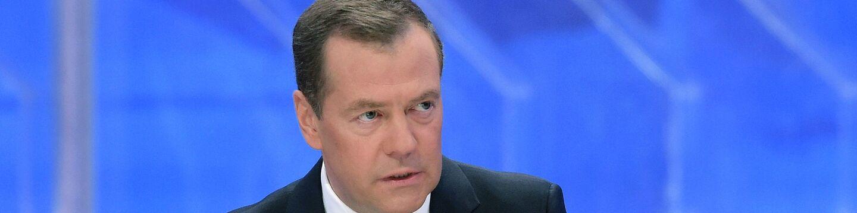 Председатель правительства РФ Дмитрий Медведев во время интервью российским телеканалам. 30 ноября 2017