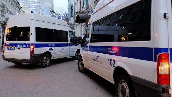 Автомобили полиции на улице Москвы