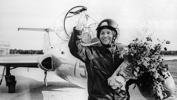Военная летчица-испытатель Марина Лаврентьевна Попович. Архивное фото