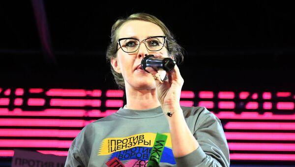 Телеведущая Ксения Собчак, заявившая о намерении баллотироваться на пост президента России, во время встречи с волонтерами в Москве. 1 декабря 2017