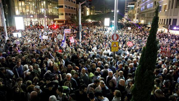 Протестующие на марше позора против коррупции в Тель-Авиве. 02.12.2017