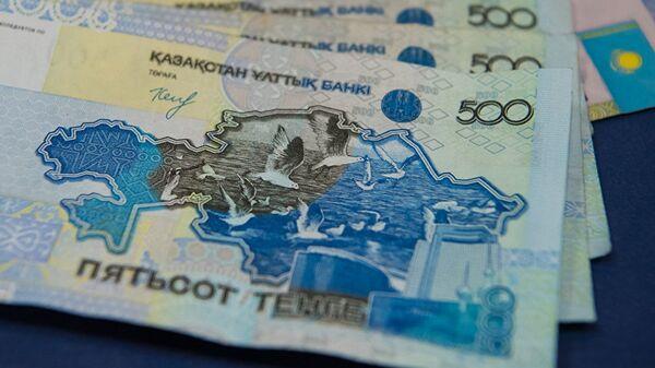 Банкноты номиналом в 500 тенге. Архивное фото