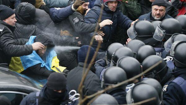 Столкновения сторонников Михаила Саакашвили с сотрудниками полиции в Киеве