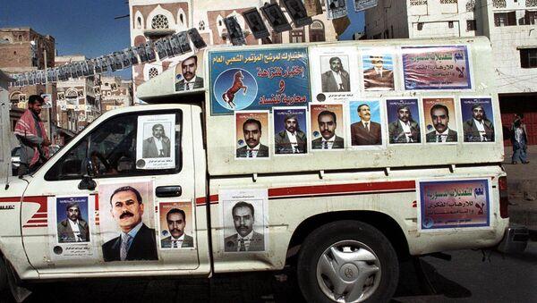 Автомобиль с фотографиями экс-президента Йемена Али Абдаллы Салеха. Архивное фото