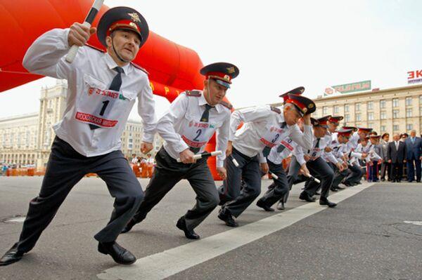 Традиционная милицейская эстафета прошла в Москве на Садовом кольце